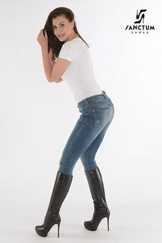 Thigh High Boots Heels, Knee Boots, Heeled Boots, High Heels, Stiletto Boots, Love Jeans, Jeans And Boots, Chic Outfits, Sexy Outfits