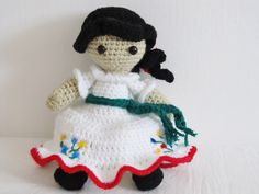 Doll with yarn woven with traditional Mexican costume by MEXNIA