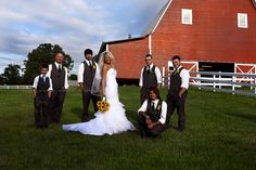 Fam(ily) Photography by Leslie, Millikan Farms Sophia NC, Bridal Party Photography, Bride with groomsmen