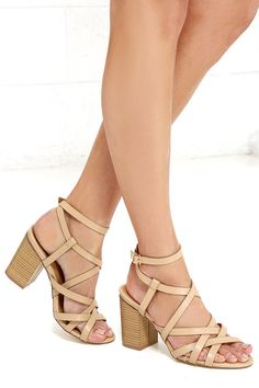 Deciding what heels to pair with your LBD is now oh, so easy with the Round We Go Nude Caged Heels! Straps of vegan leather weave over a peep toe into a wrapping ankle strap with adjustable gold buckle.