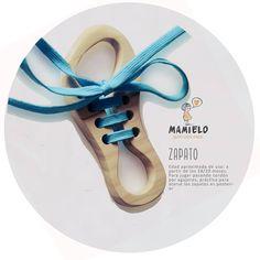 Zapato-cordones. De mamielo, 15€: https://www.facebook.com/juguetesmamielo/photos/pb.784805961614012.-2207520000.1447450499./897143330380274/?type=3&theater