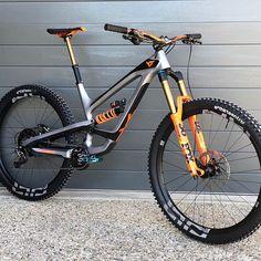 ❤️YT Capra CF PRO❤️ Do you think it is one of the most beloved bikes of the moment? Mt Bike, Bmx Bicycle, Hardtail Mountain Bike, Mountain Bike Trails, Velo Dh, Freeride Mtb, Montain Bike, Downhill Bike, Bike Design