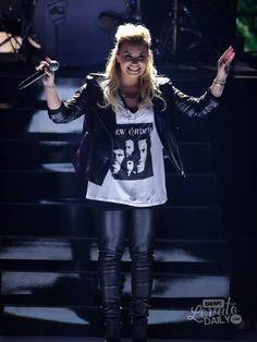 Demi Lovato lo stile di Demi è così unico e personale io l'adoro