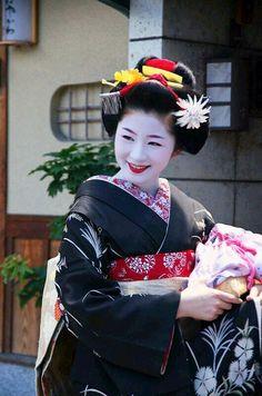 Maiko. #japan #geisha #kimono #kyoto