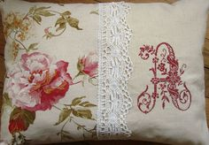 Les coussins - fauteuil, broderie, lampe et abat-jour Embroidery Transfers, Hand Embroidery, Machine Embroidery, Monogram Pillows, Personalized Pillows, Handmade Cushions, Decorative Cushions, Creation Deco, Cross Stitch Alphabet