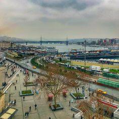 Вид на район Эминёню с Новой мечети, центральная площадь #Эминёню. Исторический центр торговли Константинополя. #Стамбул Paris Skyline, Travel, Voyage, Trips, Traveling, Destinations, Vacations