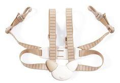 Pour encore plus de sécurité, nous avons développé un harnais à utiliser en complément du Tripp Trapp Baby Set. Ce harnais est conçu pour offrir à votre enfant une parfaite liberté de mouvement lorsqu'il est assis sur sa chaise.