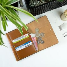 Handmade leather wallet. Vegetable tanned leather from Tuscany. Leather billfold wallet.