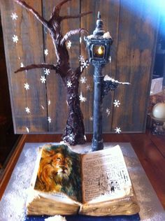 Beautiful cake. Someday I'm going to have a Narnian birthday party or maybe just have a Narnian party for fun. :)