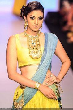 A model walks the ramp for Dipti Amisha during the India International Jewellery Week. #Bollywood #Fashion #IIJW