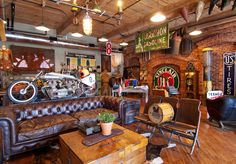 Antique Archaeology in Nashville, TN (the american picker's shop. American Pickers, Garage Loft, Garage Workshop, New England Travel, Man Cave Home Bar, Man Cave Garage, Motorcycle Garage, Man Room, Antique Stores