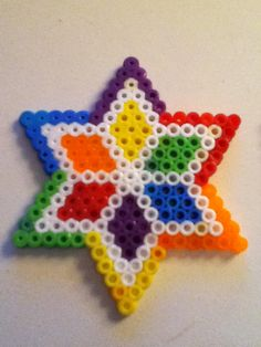 Perler hama Bead Rainbow Star by Yinlizzy on deviantart Perler Bead Designs, Melty Bead Designs, Easy Perler Bead Patterns, Hama Beads Design, Diy Perler Beads, Pearler Bead Patterns, Perler Bead Art, Melt Beads Patterns, Beading Patterns