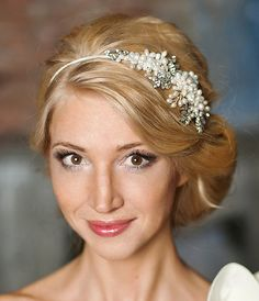 Pearl wedding headband, Pearl bridal headpiece, bridal headband-£107 /$185 #weddingheadbands #bridalheadpiece