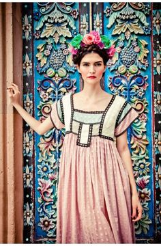 Bohemian fashion- Frida Kahlo look Bohemian Mode, Bohemian Style, Boho Chic, Mexican Fashion, Mexican Style, Moda Boho, Mexican Dresses, Mode Editorials, Fashion Editorials