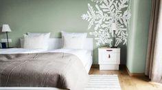 Weiß und Naturtöne lassen sich toll mit der neuen Trendfarbe Graugrün kombinieren