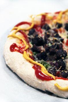 CHILI DOG PIZZA - Il paraîtrait que manger du fast-food nuit au bonheur... C'est du moins ce qu'affirme cet article : les consommateurs de fast food ne prendraient pas le temps apprécier les choses! N'est ce pas un raccourci un peu facile? Personnellement j'aime énormément la cuisine de fast-food : burgers, pizzas et autres font partie de mes plats…