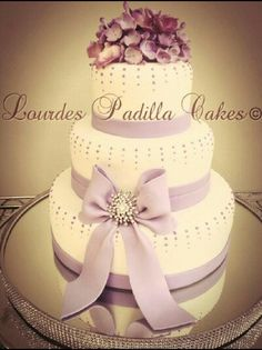 Delicate wedding cake, by Lourdes Padilla