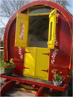 A red and yellow Gypsy Wagon from West Wales. Gypsy Caravan, Gypsy Wagon, Bohemian Gypsy, Gypsy Style, Gypsy Home, Gypsy Girls, Vintage Gypsy, Diy Camper, Cymru