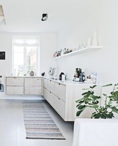 Light wood kitchen - via Coco Lapine Design
