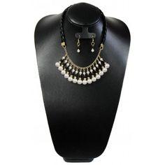 9eceb6083c49 Juego de Collar y Aretes con Perlas y Piel Sintética. Starckz Bisutería