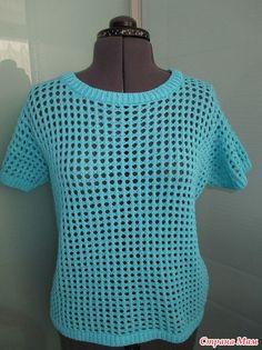 Голубой джемпер-сетка спицами