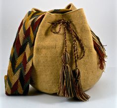 Perfect for a day in the sun. Whether you're in Cartagena, New York or anywhere in between, The Cartagena | Wayuu Bag is a stylish take on the Art Deco handbag scene popularized in Miami but ubiquitous around the world. So grab some some shades because you'll need it with sunny days and The Cartagena | Wayuu Bag.