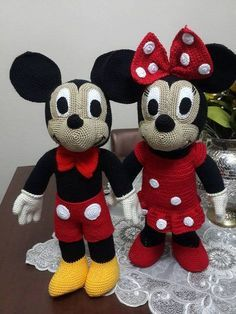 Amigurumi Mickey Mouse Yapılışı http://www.canimanne.com/amigurumi-mickey-mouse-yapilisi.html