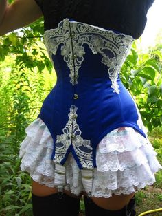 Quantic Corsets - Underbust corset made using a pattern from - THIS IS BEAUTIFUL! The blue is so bright and the lace contrasts so well! Motif Corset, Corset Pattern, Corset Sexy, Underbust Corset, Steampunk Costume, Steampunk Fashion, Gothic Steampunk, Steampunk Clothing, Victorian Gothic