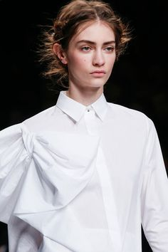 Sharp white shirt with twist detail at the shoulder - chic draping; fashion details // Viktor & Rolf