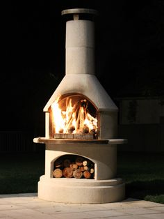 Browse the entire Buschbeck range of wood fired pizza ovens, BBQs and outdoor fireplaces here! Luxury backyard living is only one Buschbeck away. Fire Pizza, Wood Fired Pizza, Outdoor Living, Outdoor Decor, Yard Ideas, Firewood, Barbecue, Oven, Backyard