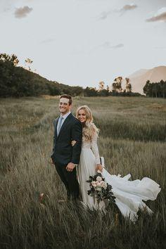 Gorgeous 20+ Outdoor Pre Wedding Ideas https://weddmagz.com/20-outdoor-pre-wedding-ideas/