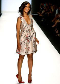Kerry Washington stomped along for the Project Runway Spring 2014 fashion show at NYC's Lincoln Center.