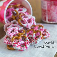 Chocolate Covered Pretzels Recipe Desserts with white chocolate, pretzels, colored sprinkles Valentine Desserts, Valentines Baking, Valentines Day Treats, Valentine Cookies, Valentine Party, Valentines Day Brunch Ideas, Valentine Food Ideas, Walmart Valentines, Kids Valentines