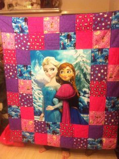 Frozen quilt More Kid Quilts, Baby Girl Quilts, Girls Quilts, Easy Quilts, Quilting Projects, Quilting Designs, Sewing Projects, Disney Karaoke, Superhero Quilt