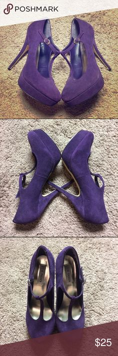 Steve Madden plum purple Suede T-strap heels SZ-9 Steve Madden plum purple Suede T-strap Mary Jane stiletto heels (size-9) . Shoes are in great condition and comes from a smoke free home. Steve Madden Shoes Heels