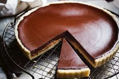 Learn the art of seduction with Manu's latest creation - Chocolate & Dulce de Leche Tart! Tart Recipes, Almond Recipes, Dessert Recipes, Pudding Recipes, Yummy Recipes, Romanian Desserts, Caramel Recipes, Chocolate Recipes, Shortcrust Pastry