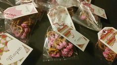 Chocolate covered pretzel Valentine's Day treats with custom tags by PaperGeenius
