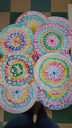 Kindergarten Art Lessons, Chinese Crafts, Dot Day, Kids Math Worksheets, New Year's Crafts, Art Lesson Plans, Art Plastique, Teaching Art, Preschool Activities