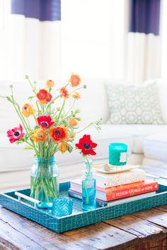 オレンジとブルーで色を合わせて爽やかな印象に。本に見えないほど馴染んでいますね。