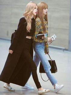 [on Going] Blackpink Fashion, Ulzzang Fashion, Fashion Looks, Korean Fashion, Fashion Outfits, Womens Fashion, Blackpink Airport Fashion, Airport Style, All Black Outfits For Women