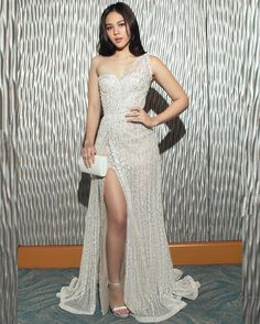 ✨ @superjanella ✨ in @markbumgarner for the #StarMagicBall2017 Photo b Star Magic Ball Gowns, Gowns Of Elegance Goddesses, Modern Filipiniana Gown, Debut Gowns, Evening Dresses, Prom Dresses, Filipina Beauty, Grecian Goddess, High Fashion Dresses