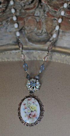 Wildblumen-Assemblage n - Diy Schmuck Trends Cameo Jewelry, Jewelry Art, Jewelry Design, Unique Jewelry, Domino Jewelry, Handmade Jewelry, Boho Jewelry, Jewelry Ideas, Diy Schmuck