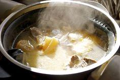 Cómo hacer un caldo de pollo, fondos de cocción con Thermomix « Trucos de cocina Thermomix Hot Soup, Cheeseburger Chowder, Food And Drink, Cooking, Ethnic Recipes, Bechamel, Base, Gastronomia, One Pot Dinners