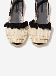 Uterqüe United Kingdom Product Page - Footwear - See all - Raffia espadrilles… Sock Shoes, Shoe Boots, Shoes Sandals, Heels, Women's Flats, Espadrilles, Pretty Shoes, Beautiful Shoes, Diy Sac