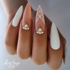 Do you want to try more bold and edgy nails? Then fine stiletto nails are your best choice. Check these amazing nail galleries together Edgy Nails, Stylish Nails, Bling Nails, Cute Nails, Pretty Nails, Best Acrylic Nails, Acrylic Nail Designs, Nail Art Designs, Acrylic Art