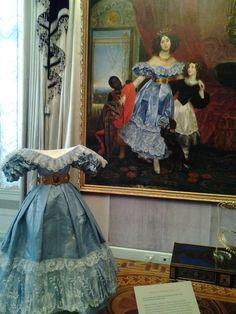 Bella Industries, Inc.: Isabelle de Borchgrave - Paper Dresses!