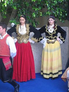 Tradition - Girls in traditional dresses - Views from Cyprus Greek Traditional Dress, Traditional Fashion, Traditional Outfits, Middle East Culture, Fancy Dress, Dress Up, Beautiful Costumes, Thinking Day, Folk Costume