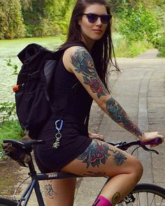 Female Cyclist, Cycle Chic, Bicycle Girl, Fixed Gear, Cyclists, Bike Life, Road Bike, Mtb, Girl Tattoos