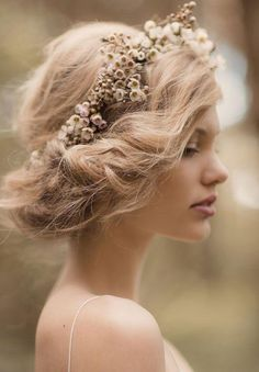 Romantic floral updo:: Vintage Updo:: Flowers in my hair:: Boho wedding