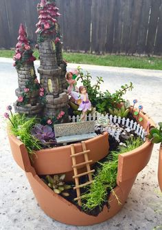 Gardening Love DIY Fairy Garden - what a fun springtime project to do with the kiddos! - Caden Lane's Katy Mimari is sharing a DIY fairy garden project with us today. All you need is a few terra-cotta pots, succulents and mini fairy accessories! Diy Garden, Garden Projects, Garden Posts, Balcony Garden, Decoration Plante, Miniature Fairy Gardens, Project Nursery, Succulents Diy, Back Gardens